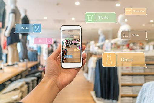 Augmented Reality Marketing Hand Holding Smart Phone Use Ar Application To Check Information - Fotografie stock e altre immagini di Affari