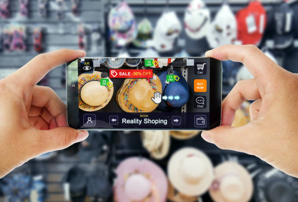 augmented reality marketing in department store. hand holding smart phone use ar application to shopping online, check information and promotion. - realtà aumentata foto e immagini stock