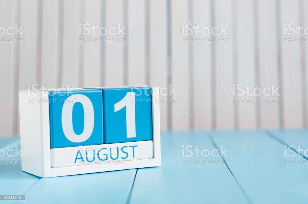 August 1st. Image of august 1 wooden color calendar on blue background. Summer day. Memorial Day of Victims of the First World War - foto stock