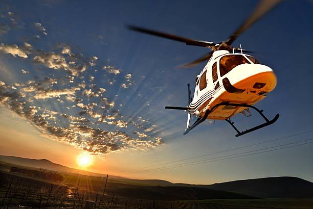 Augusta Hubschrauber beleuchtet vom Sonnenuntergang – Foto