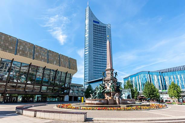 augustusplatz leipzig gewandhaus, mendebrunnen, university tower - leipzig universität stock-fotos und bilder