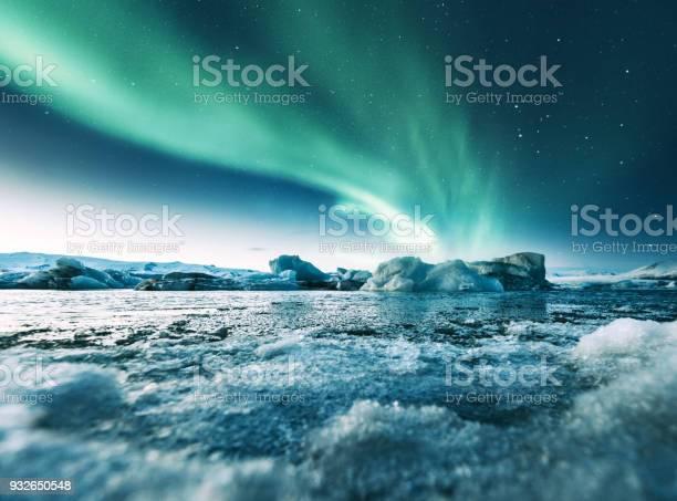 Aurora borealis in iceland at jakulsarlon picture id932650548?b=1&k=6&m=932650548&s=612x612&h=ntfb  feu75smhqzhvxmluprvrv0qsbbdvlj3mfrwp4=