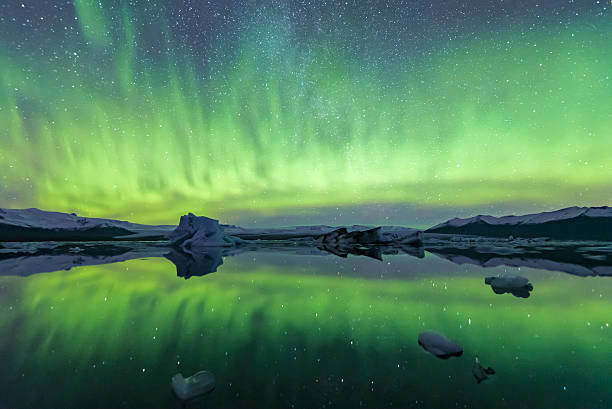 aurora borealis in iceland the Northern Lights show in jokulsarlon lagoon jokulsarlon stock pictures, royalty-free photos & images