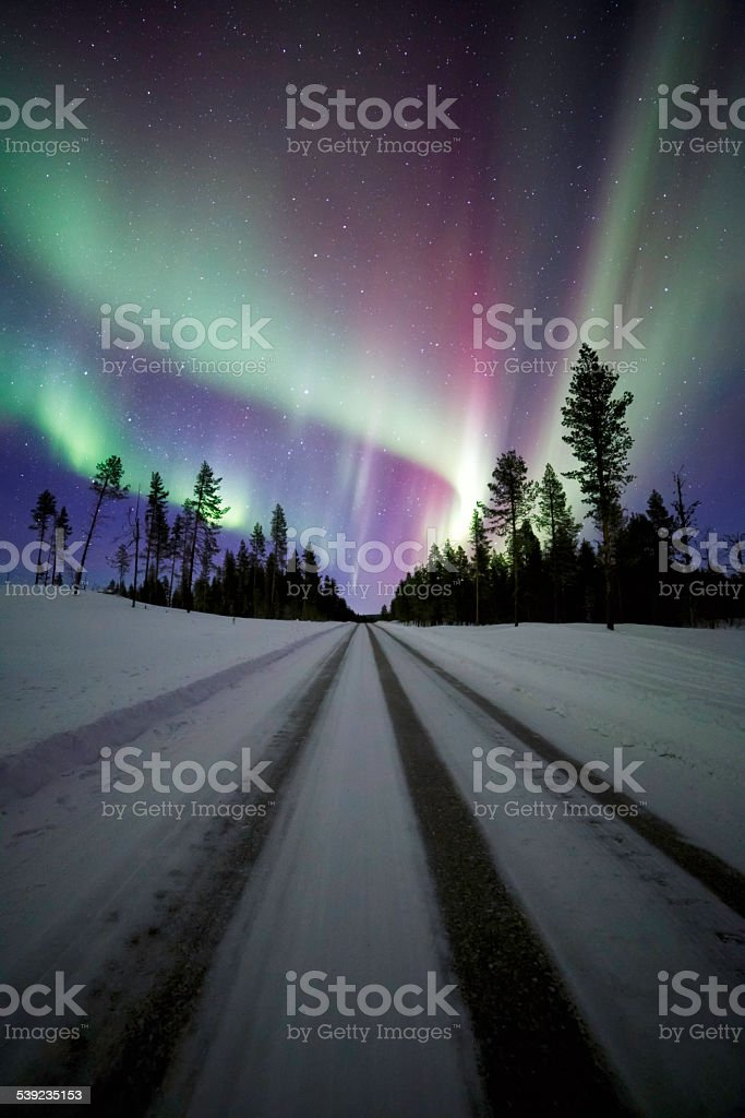 Aurora boreal com Road foto royalty-free