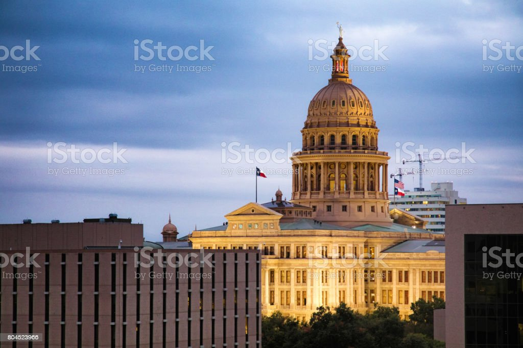 Austin Texas iluminada cúpula do Capitólio em Crepúsculo - foto de acervo