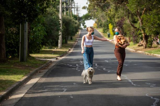 Australische Erwachsene COVID 19 Social Distancing – Foto