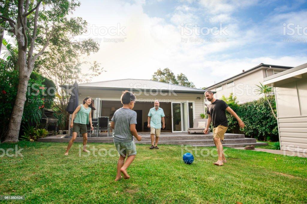 Australische Hinterhof Fußball - Lizenzfrei 30-34 Jahre Stock-Foto