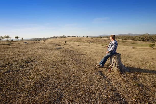 Australian Farmer mit Tablet im Freien – Foto