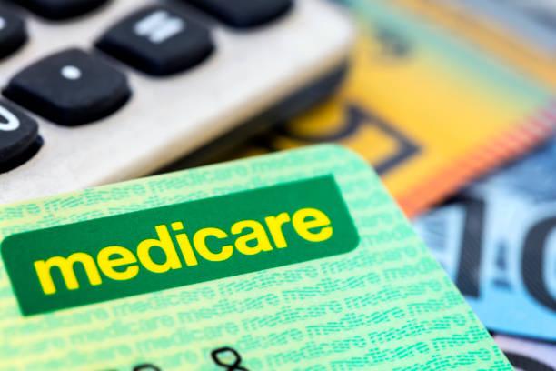 Australische Medicare-Karte mit Taschenrechner und Bargeld – Foto