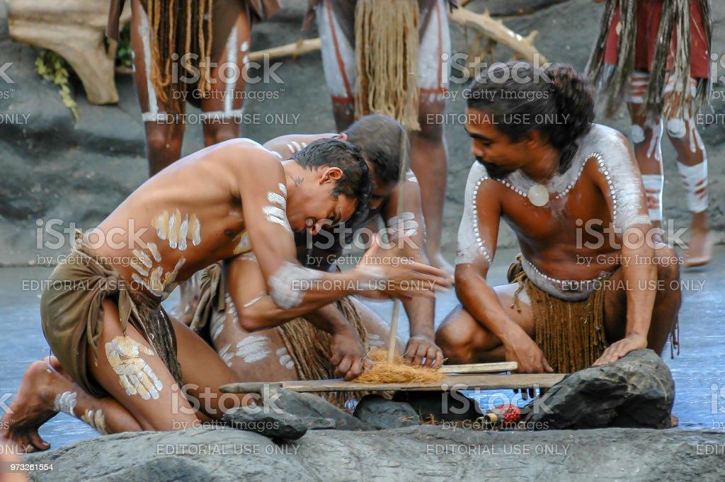 Australischen Ureinwohner führen uralte Ritual Brandgefahr in Cairns, Australien. – Foto