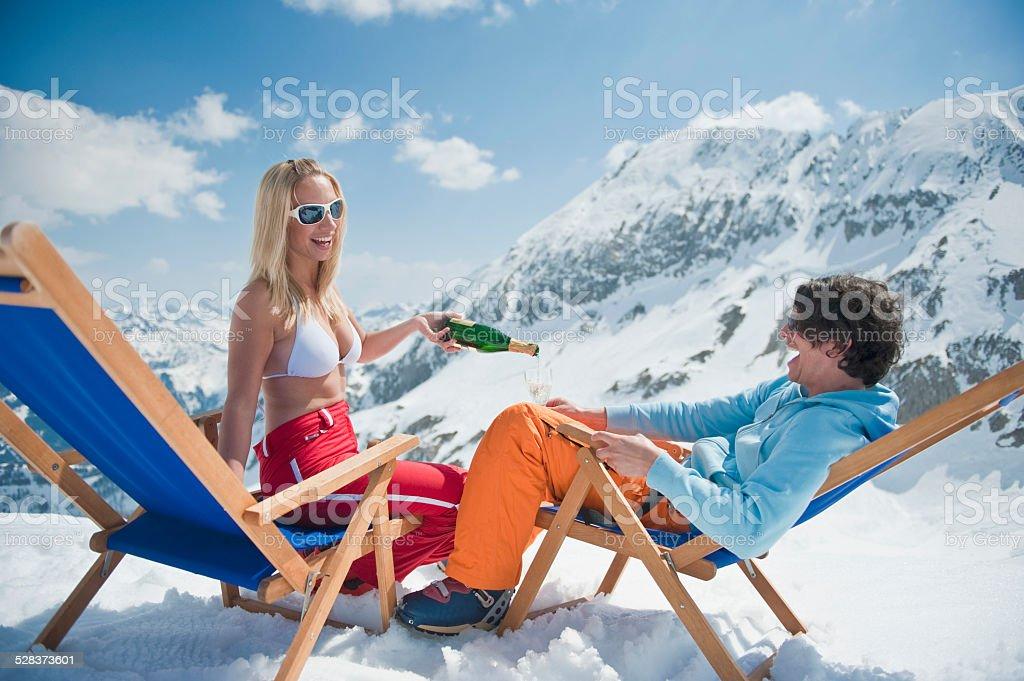 Autriche Chaises Des Libre De Couple Dans Assis Droit Photo 8mN0wvn