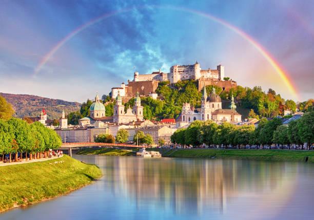 áustria, arco-íris sobre o castelo de salzburg - áustria - fotografias e filmes do acervo