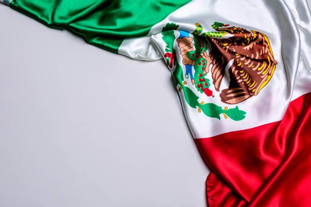 auténtica bandera de méxico - bandera mexico fotografías e imágenes de stock