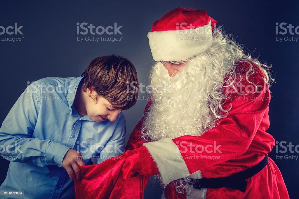 Authentic Santa Claus with a teenager. photo libre de droits