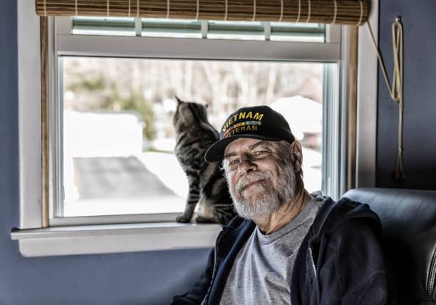 Authentic us navy vietnam war veteran with pet kitten picture id937195862?b=1&k=6&m=937195862&s=612x612&w=0&h=ybqamlzs0ce3nif1v4 vxcwh1hrnlsfpc6kuchjn29g=