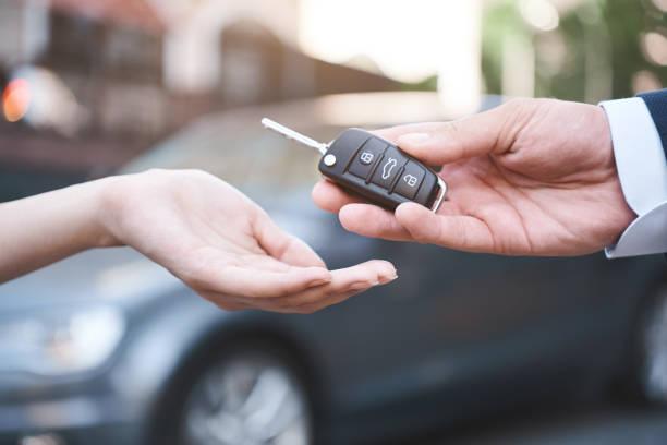 auto, vendita auto, trasporti, persone e proprietà co - auto foto e immagini stock