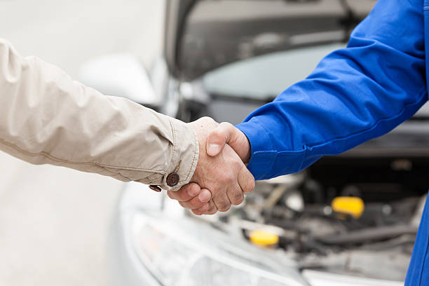 Automechaniker Hände schütteln – Foto