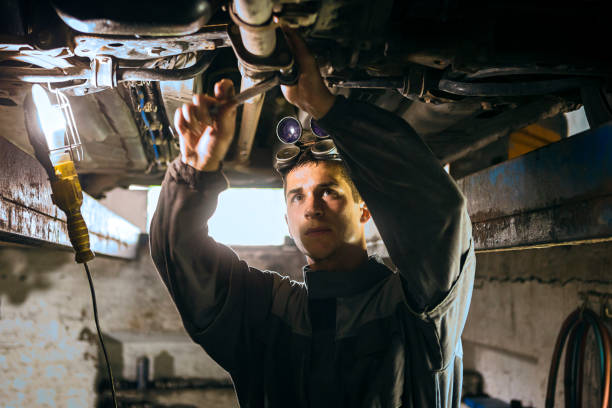 Auto Mechanic working Auto Mechanic at work vehicle clutch stock pictures, royalty-free photos & images