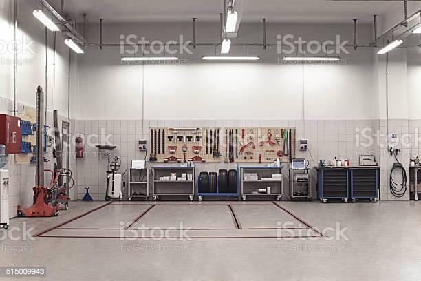 brand clean mechanic auto repair shop