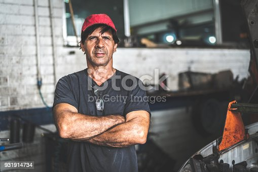 istock Auto Service Worker/Owner 931914734