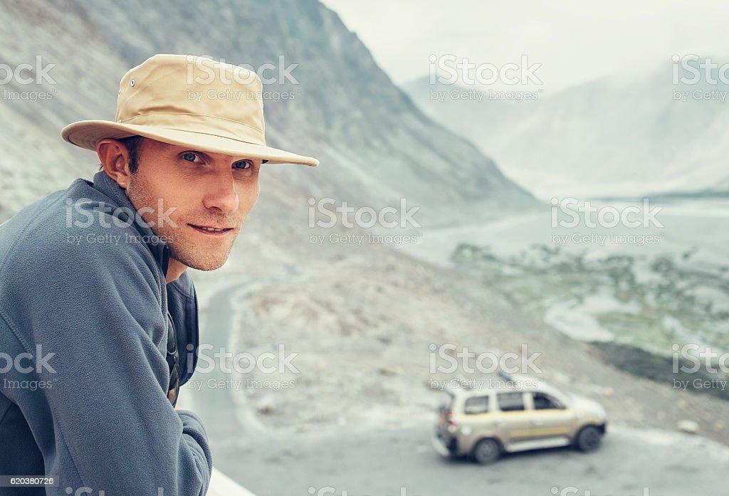 Auto traveler has a break time on mountain road foto de stock royalty-free
