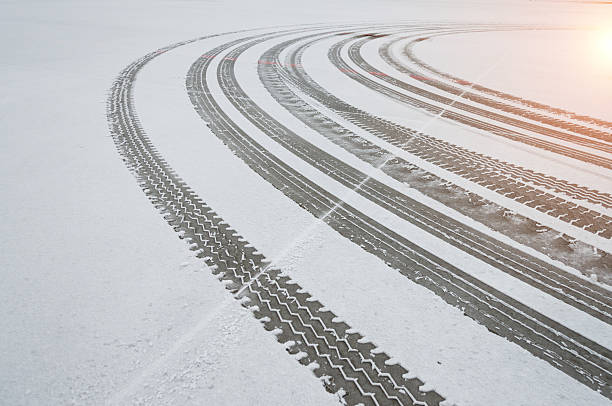 Auto tyre tracks in the snow Auto tyre tracks in the snow. tire track stock pictures, royalty-free photos & images
