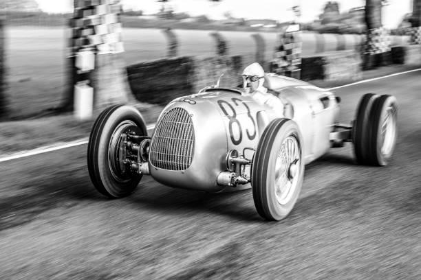 auto union grand prix pilotert typ c v16 - oldtimer veranstaltungen stock-fotos und bilder