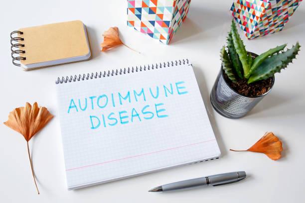 autoimmunerkrankung, die in einem notizbuch geschrieben - arzt zitate stock-fotos und bilder