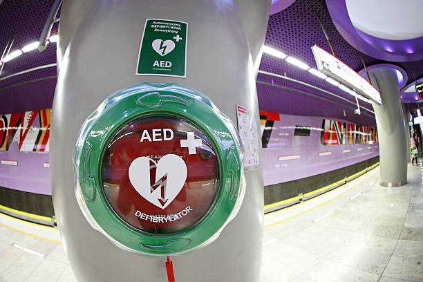 Automatic External Defibrillator at the Metro station in Warsaw foto
