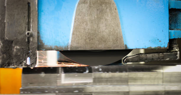 automatische cnc-metall industrie maschine polieren und metallbearbeitung - europäisch geschliffene diamanten stock-fotos und bilder