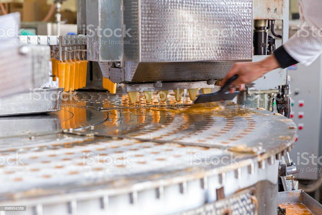 Ligne de production automatique de glace aux fruits et crème glacée - Photo