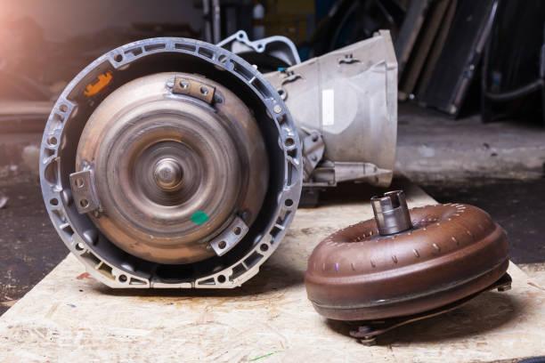 帶變矩器的自動變速器是離心泵和向心渦輪,它們之間的引導裝置是反應器。泵輪連接到曲軸發動機,渦輪帶變速箱。圖像檔