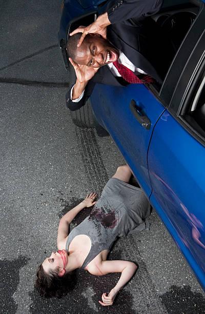 Acidente de automóvel, Homem passa de menina - foto de acervo