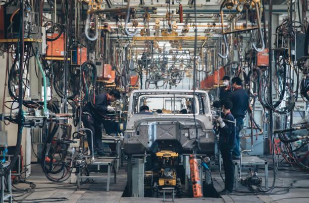 automobile factory welding assemble line - linia produkcyjna zdjęcia i obrazy z banku zdjęć