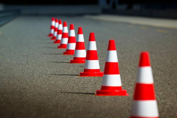 automobile velocidad de conducción pista de pruebas - aprender a conducir fotografías e imágenes de stock