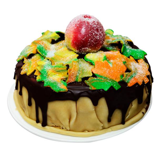 herbstliche kuchen mit ahornblättern und apfel, isoliert - apfel marzipan kuchen stock-fotos und bilder