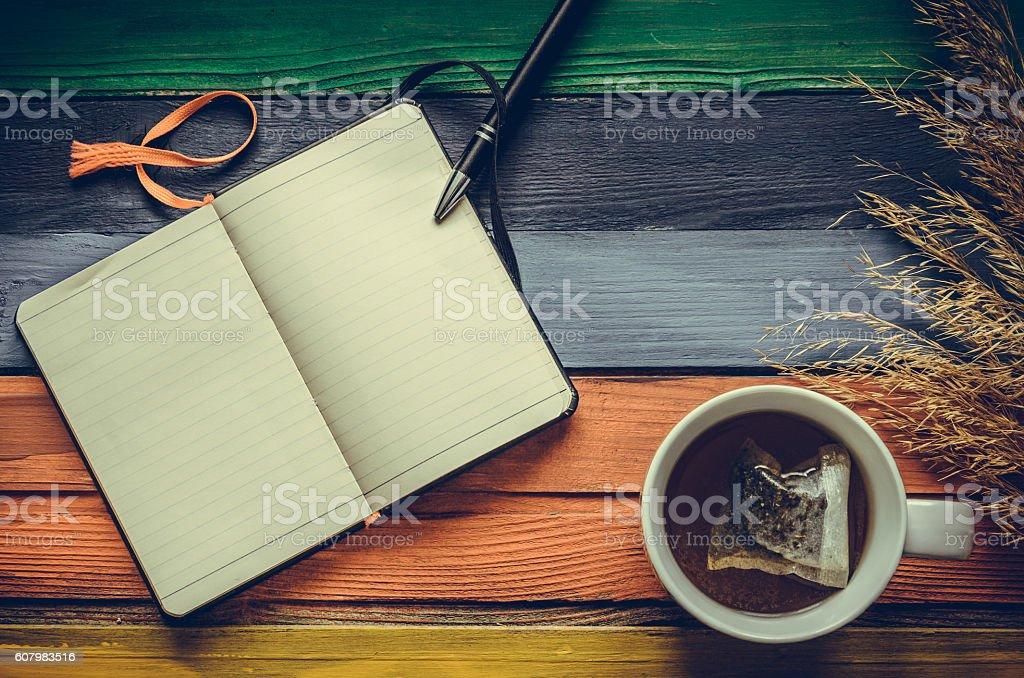 Autumn colors desk - foto de acervo