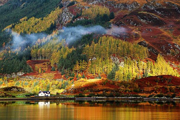 herbst farben in den highlands - schottische kultur stock-fotos und bilder