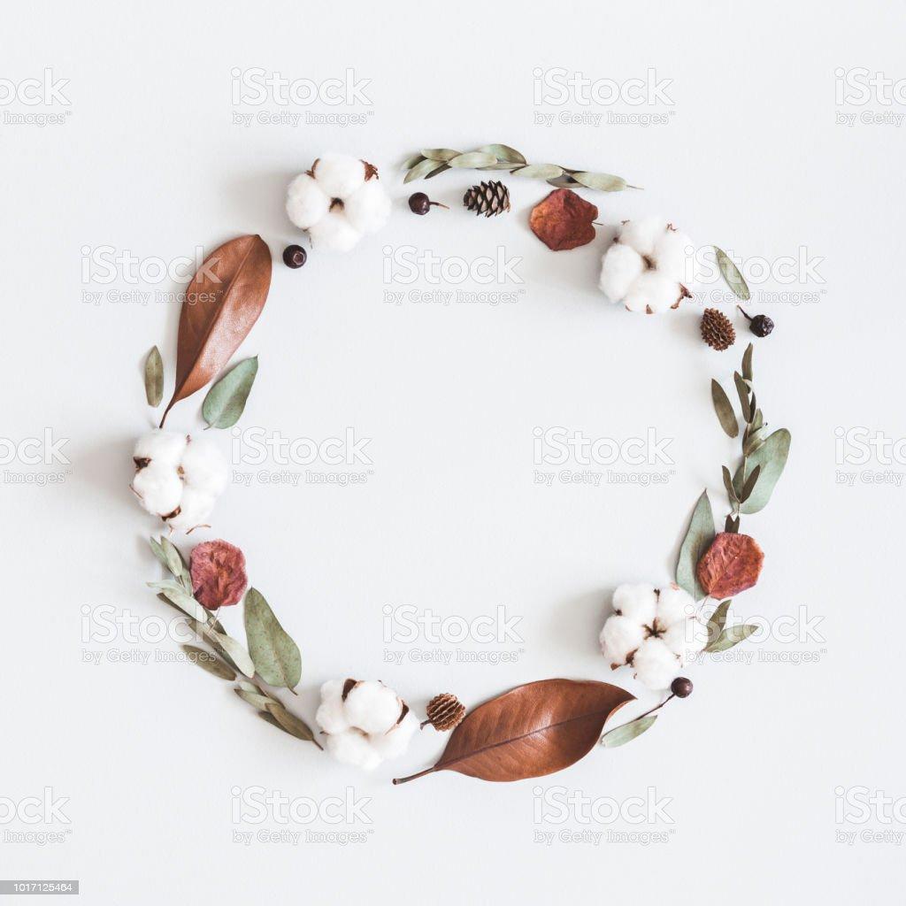 Branche Fleur De Coton autumn composition wreath made of eucalyptus branches cotton