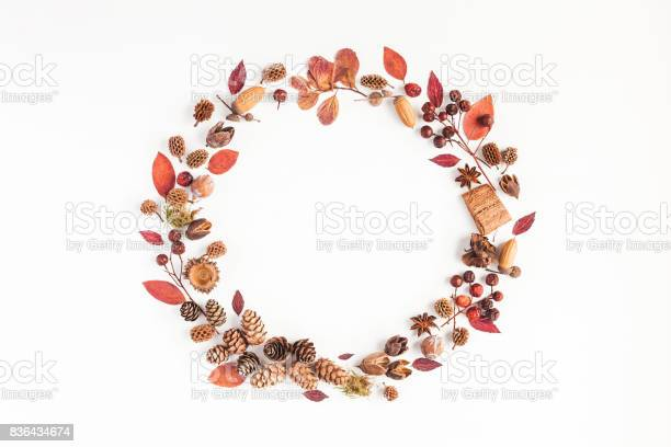 Autumn fall wreath on white background flat lay top view picture id836434674?b=1&k=6&m=836434674&s=612x612&h=hlp2rqst5 rrppnhfptdn3fpwejtp7hzgd6xigzyurq=