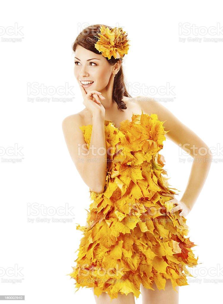 추절 여자아이 노란색 정장용 of 단풍 잎 royalty-free 스톡 사진