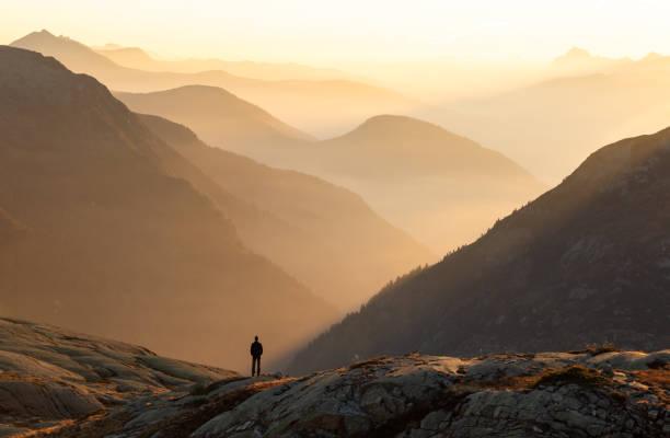 autumn haze - alles hinter sich lassen stock-fotos und bilder