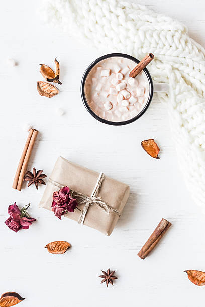Autumn. Hot chocolate, knitted blanket, gift, dried flowers and leaves – zdjęcie