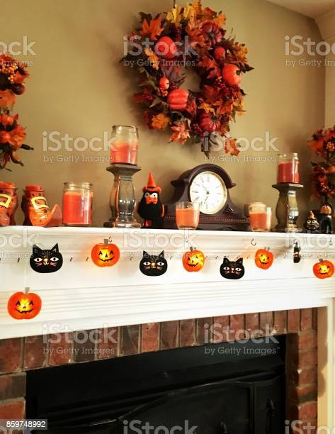 Autumn household decor on fireplace mantle picture id859748992?b=1&k=6&m=859748992&s=612x612&h=g2jag eoouefqfdrbyevyfljp ld1iho4uue5rcfdly=