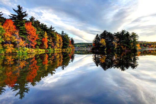 herfst in massachusetts - massachusetts stockfoto's en -beelden