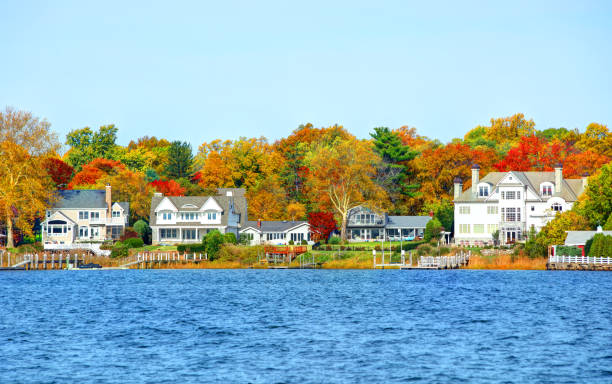 Autumn in Red Bank, New Jersey Red Bank is a borough in Monmouth County, New Jersey, incorporated in 1908 and located on the Navesink River promenade stock pictures, royalty-free photos & images