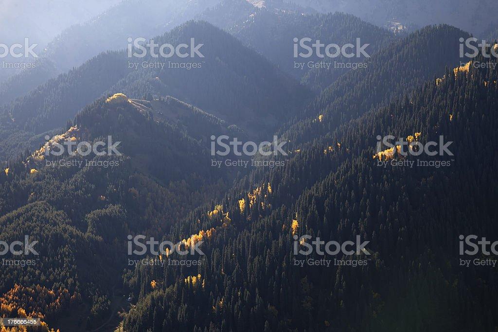 Otoño en las montañas foto de stock libre de derechos