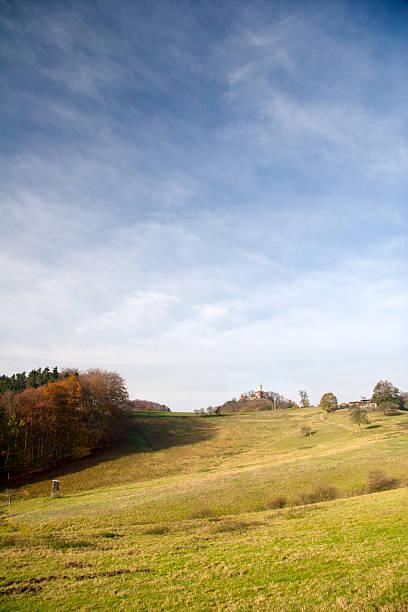 Herbstliche Landschaft mit Leuchtenburg – Foto