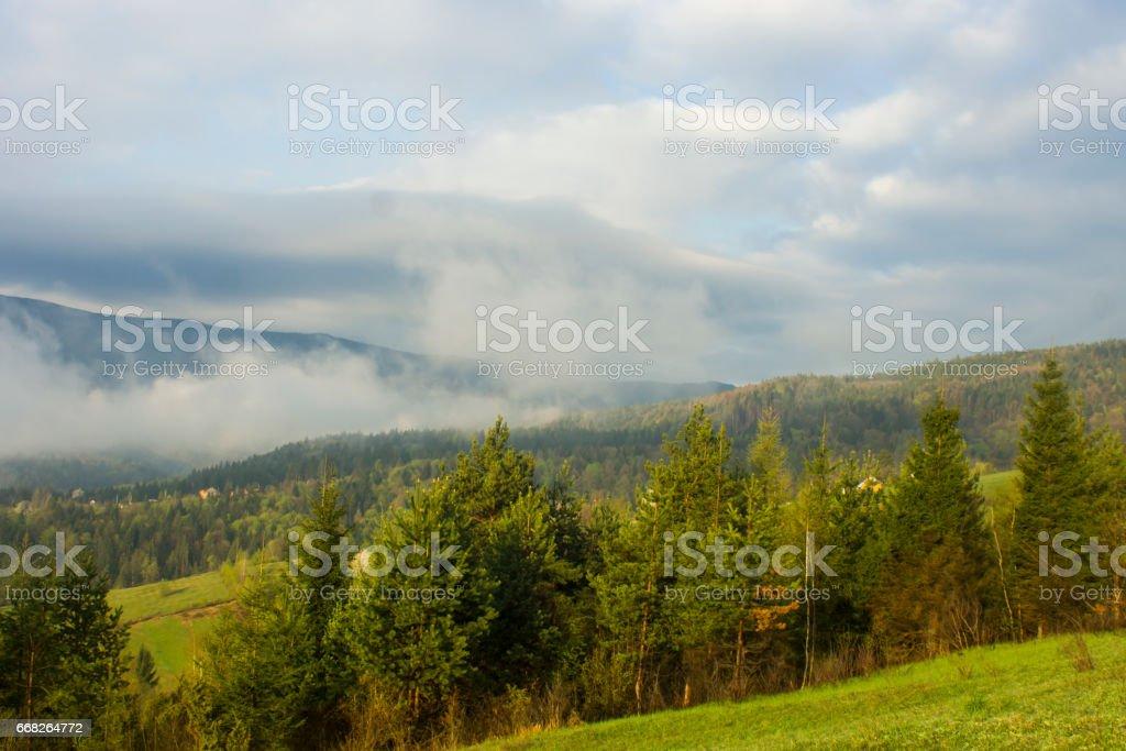 Autumn mist. Mountain village. Carpathians, Ukraine, Europe foto stock royalty-free