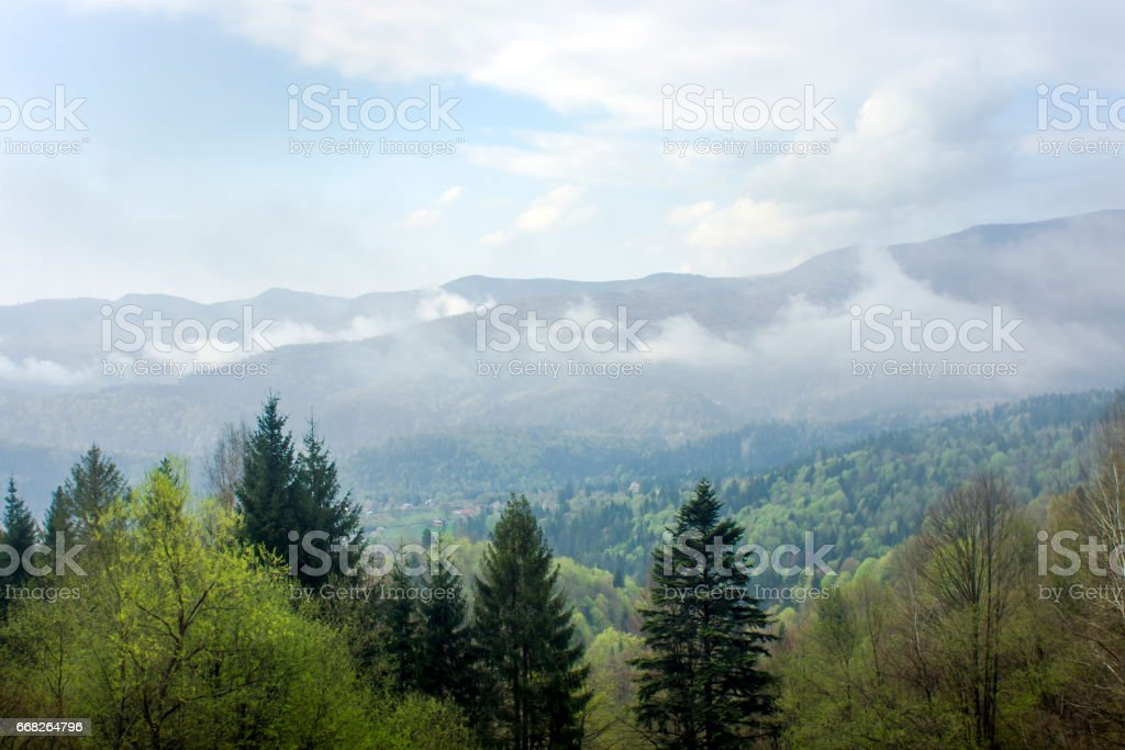 Autumn mist. Mountain village. Carpathians, Ukraine, Europe foto stock royalty-free